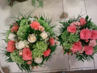brides & bridemaids bouquets
