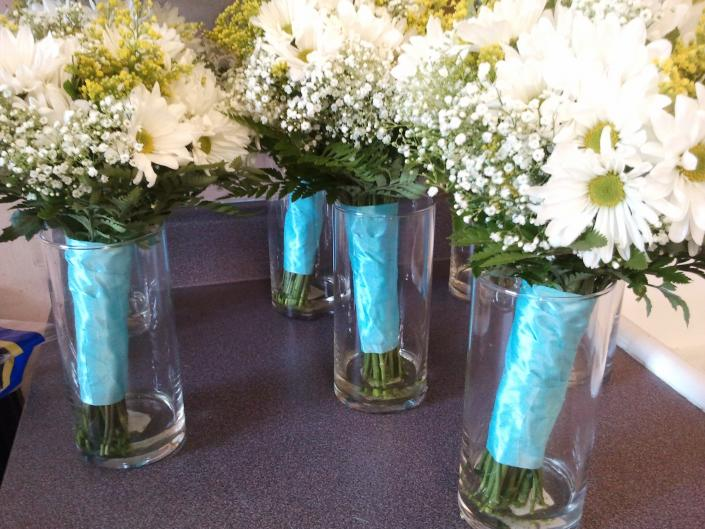 bridesmaid daisy bouquets