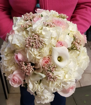 blush creams & white brides bouquet]